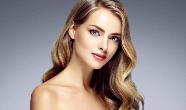 顔の輪郭を黄金比に従って美容医療で美しいバランスに整える。